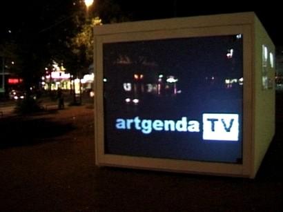 artgenda TV - Monitor am Hauptbahnhof zu Übertragung der Video Kunst Projekte