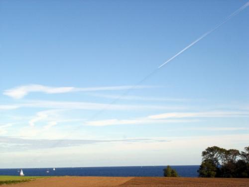 Ostsee und Kondenzschatten